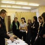 Сотрудники полиции в Великом Новгороде провели практическое занятие для учащихся «Школы юного криминалиста»