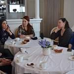 Вокалистка группы Louna встретилась с новгородскими мамами за чаем