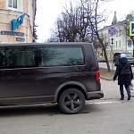 Новгородские «гондольеры» продолжают парковаться на пешеходных переходах