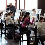 Сегодня в Старой Руссе юные художники рисовали музыку Рахманинова