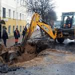Грузовик на Большой Московской провалился на месте работ водоканала
