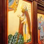 Восстановленную церковь в Боровичах украсили удивительной современной резьбой
