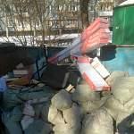 Новгородцев с улицы Попова освободили от груды мусора