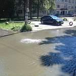 В Великом Новгороде на улице Мира вода заполнила дворы