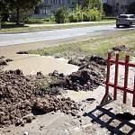 На улице Парковой в Великом Новгороде тоже утечка воды