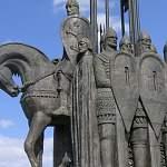 Памятник дружинам Александра Невского в Пскове потихоньку распиливают на металлолом