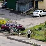 Водитель врезался в забор и ворота новгородского психоневрологического интерната