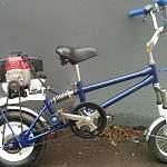 В Боровичском районе 76-летний водитель велосипеда с мотором от мопеда столкнулся с «Ладой»