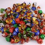 Пожилая петербурженка провернула денежную аферу с конфетами в новгородском селе