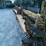 Фотофакт: у туристического центра в Валдае появились необычные скамейки