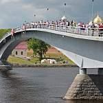 Очевидцы: в Великом Новгороде перекрыт пешеходный мост из-за подозрительной сумки