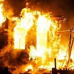 На пожаре в Окуловском районе мужчина получил травму