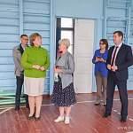 Елена Писарева поможет школе, где рушится фасад