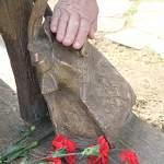 Автор бронзового «Онфимки» предусмотрел деталь для любителей тереть памятники на удачу