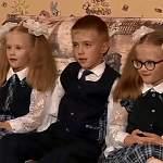 В первый класс новгородской школы одновременно пошли двойняшки и тройняшки