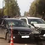 В Великом Новгороде при схожих обстоятельствах в ДТП пострадали юная автоледи и молодая пассажирка авто