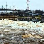 В ближайшие дни сильный ветер будет вести опасные игры с рекой Волхов