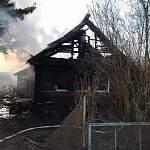 В Шимском районе на пожаре погибла девятимесячная девочка. Следком: мать и бабушка были пьяны