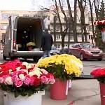 «ЦветНовТорг» порадовал новгородских медиков красивыми букетами