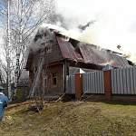 В Боровичах ликвидируют пожар на улице Льва Толстого
