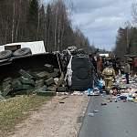 В Новгородской области столкнулись машина минобороны и мусоровоз. Погиб человек