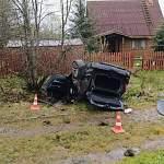 В Новгородском районе пьяный водитель BMW покалечил пассажира и разбил машину
