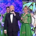 Новгородская народно-эстрадная группа «Малахит» открыла выпуск «Поле чудес»