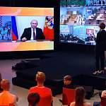 Новгородские школьники поучаствовали в открытом уроке с Владимиром Путиным