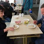 Сергей Бусурин попробовал школьную еду