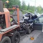 Под Великим Новгородом водитель легковушки погиб в столкновении с КамАЗом дорожников