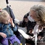 Елена Писарева выполнила обещание, данное новгородке: подарила реабилитационную коляску для её дочери