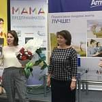Сертификат на 100 000 рублей получила «Мама-предприниматель» из Великого Новгорода Юлия Кирушева