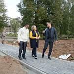 Елена Писарева оценила инициативы по благоустройству в Солецком районе