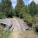 В Пестовском районе разрушился ведущий в деревню Пикалиха мост