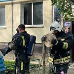 В Великом Новгороде из-за горящей тумбочки эвакуировали 10 человек