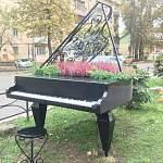 Фотофакт: в Великом Новгороде у «Диалога» расцвёл рояль