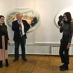 На Великий Новгород нахлынула выставочная волна современной живописи и… модных тенденций