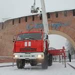 Фотофакт: со стен Новгородского кремля сегодня сбрасывали снег