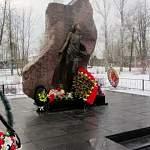 В селе Лычково состоялось возложение цветов к памятнику ленинградским детям