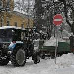 В Великом Новгороде оперативно устраняют последствия снегопада
