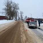 В Боровичах неосмотрительность водителя «Мерседеса» отправила женщину и ребёнка на больничную койку