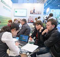 Сбербанк в Петербурге на встречах с заемщиками обсуждает конвертацию валютной ипотеки в рубли на льготных условиях
